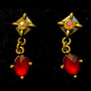 Avon vintage lovely London red earrings gift set